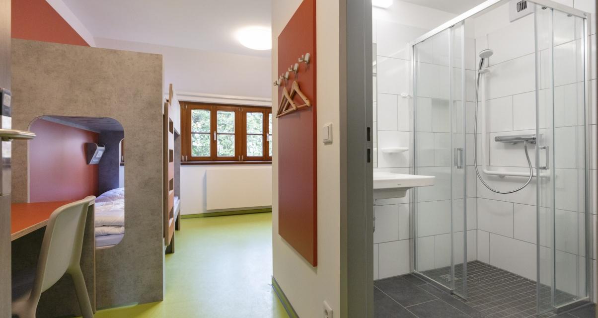 Klare Linien und frische Farben prägen die Zimmer in der neuen Jugendherberge